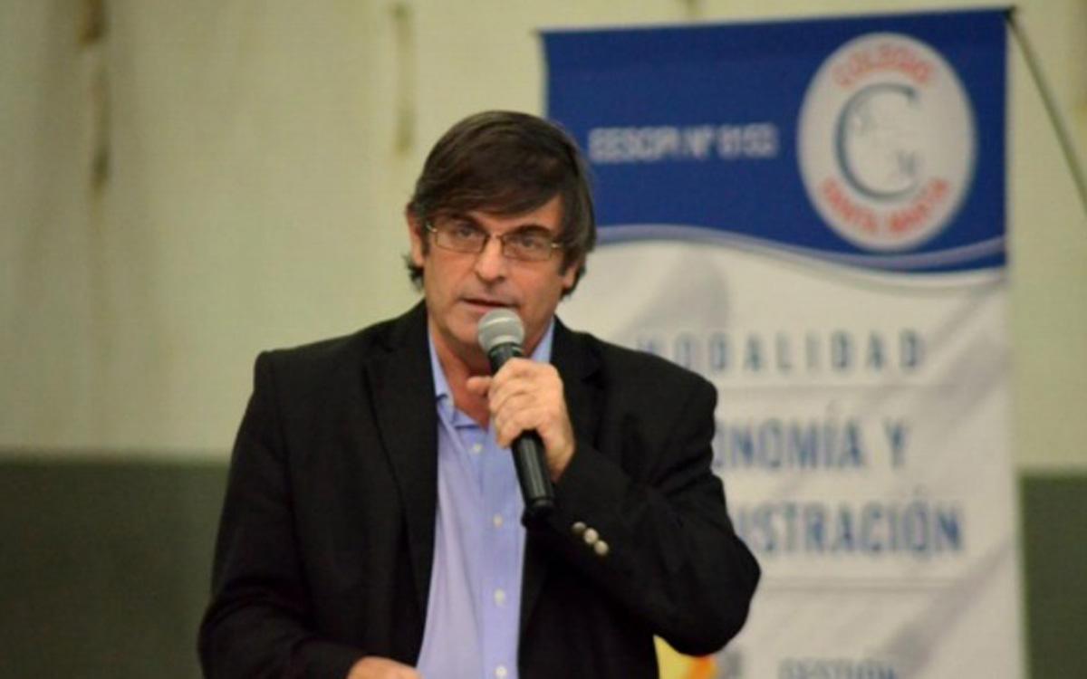 """""""Café Cultural"""": más de 200 personas participaron de la charla con el Lic. Carlos Seggiaro"""