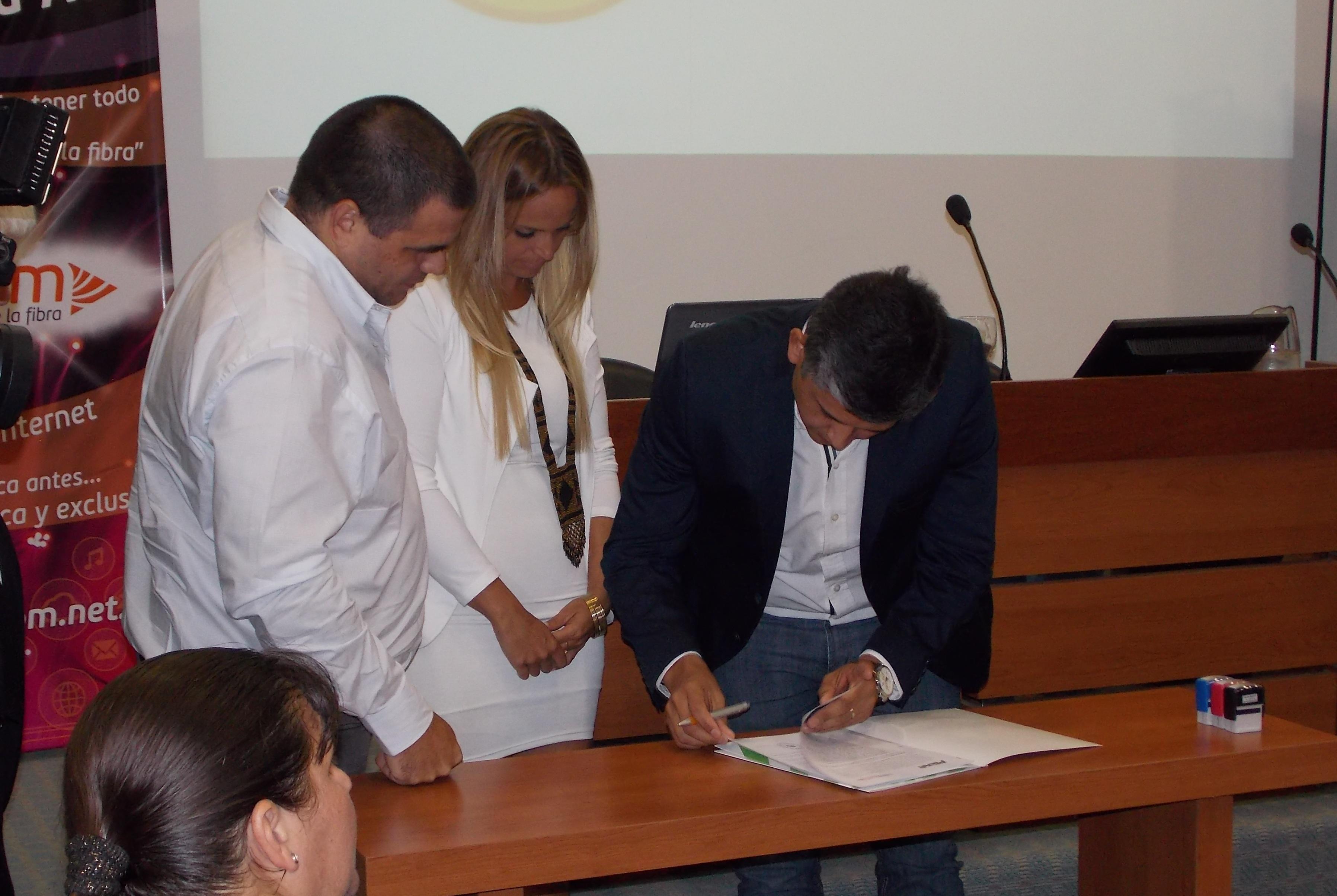 Nota a Diego Vargas – Presentacion FiberCOM – Resumen anual y proyección 2017