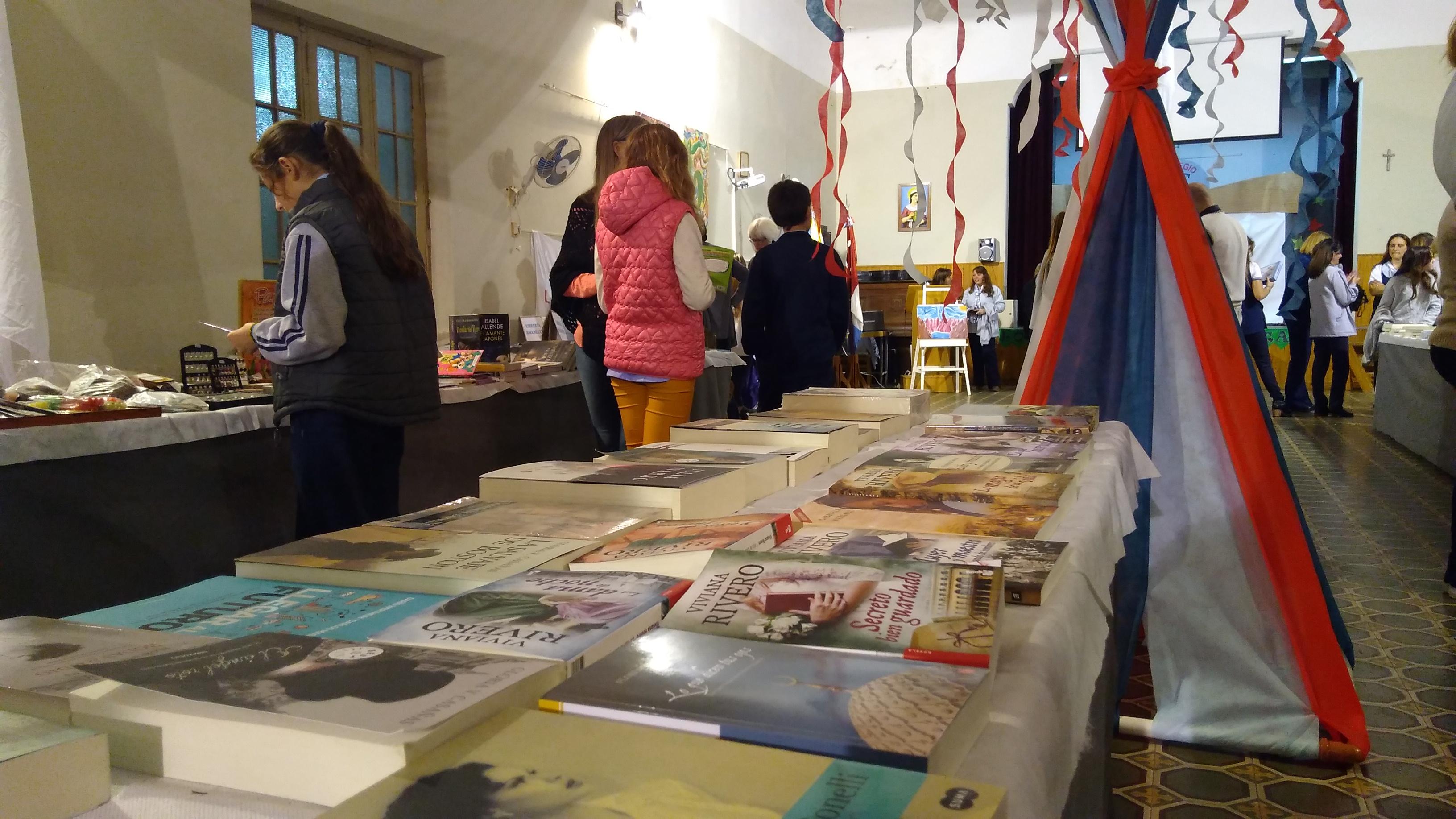 Dio inicio la Feria del libro en el Colegio Santa Marta.