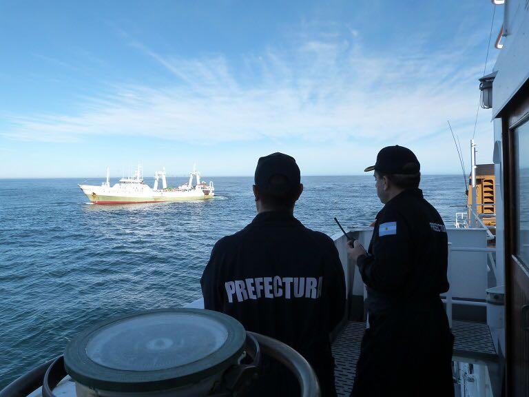 Pesca Ilegal, capturan a un barco español.